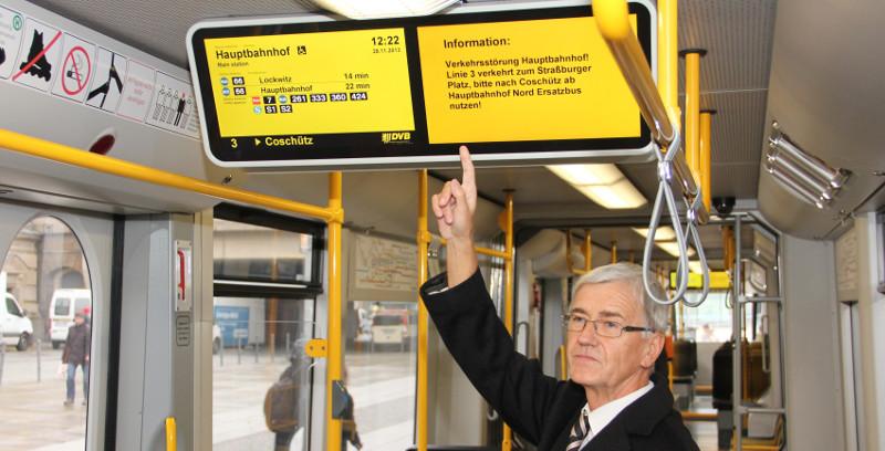 st rungen und fahrplan jetzt live in bus und tram menschen in dresden. Black Bedroom Furniture Sets. Home Design Ideas