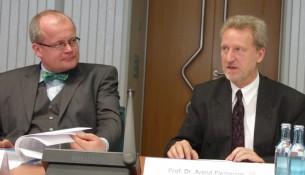 Ralf Lunau und Direktor der Städtischen Bibliotheken Arend Fleming
