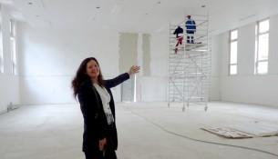 Dagmar Mager, Leiterin des IBB Dresden, in der neuen Turnhalle.