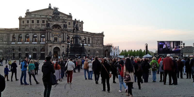 freisch tz und freibier bei semperoper open air menschen in dresden. Black Bedroom Furniture Sets. Home Design Ideas