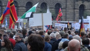 Pegida 2109 theaterplatz