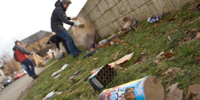 Am 9. Januar sollen die  Elbwiesen in Pischen vom Silvestermüll gereinigt werden. Bei der ersten Aktion im vergangenen Jahr wurden 50 Säcke Müll gesammelt. Foto: Heike Brauer