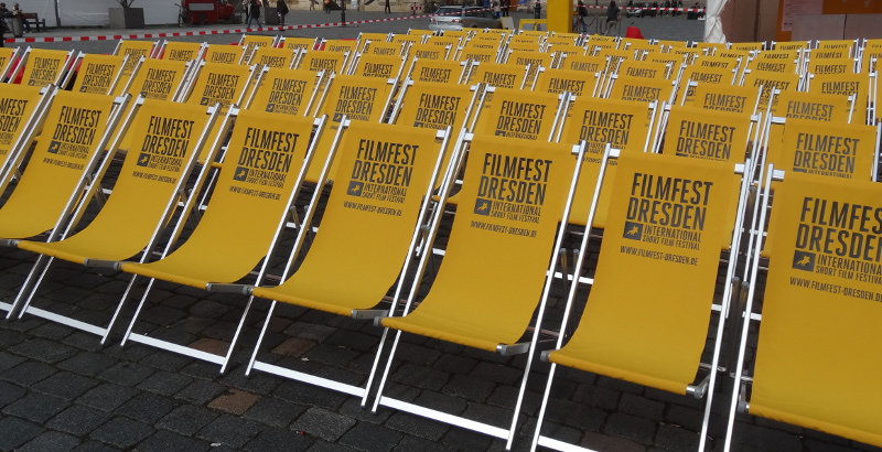 28 filmfest dresden er ffnet t glich open air kino auf dem neumarkt menschen in dresden. Black Bedroom Furniture Sets. Home Design Ideas