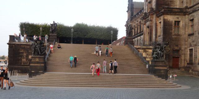 bruehlsche-terrasse-fahrstuhl
