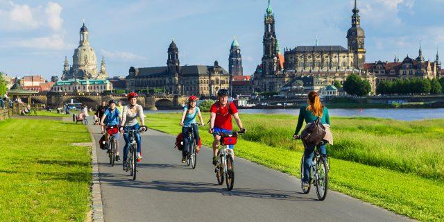 DEU/Sachsen/ (© Elberadweg Süd)Elberadweg in Dresden